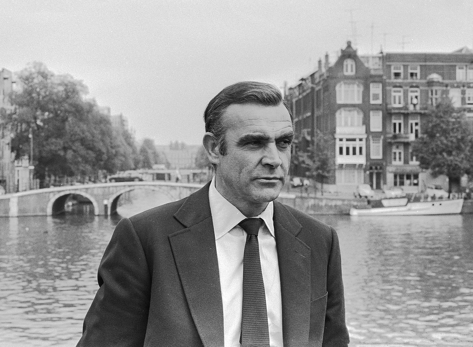 Bond, James Bond, Video, Grant, Ron Chernow,